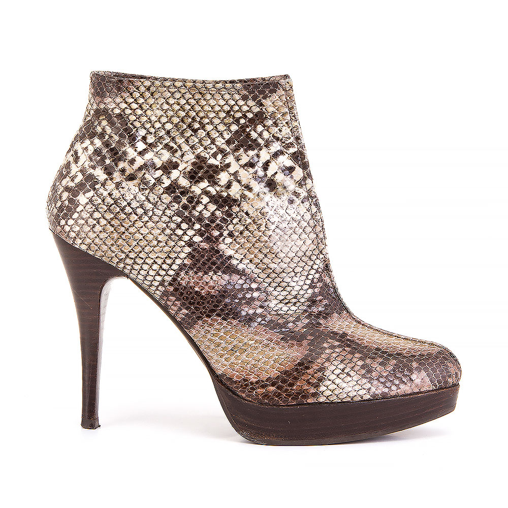b1ca6289258 STUART WEITZMAN FOR RUSSELL & BROMLEY
