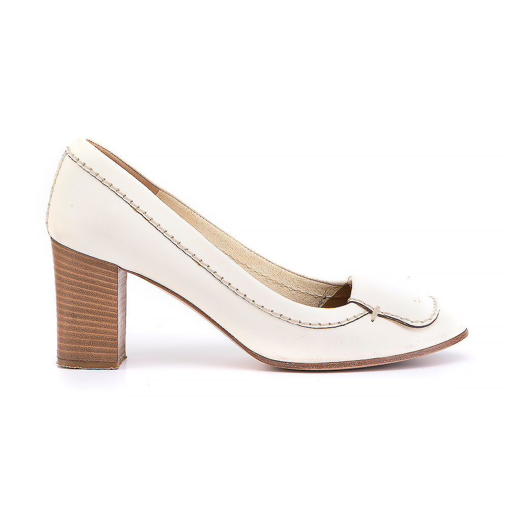 Chloé Leather Round Toe Pumps