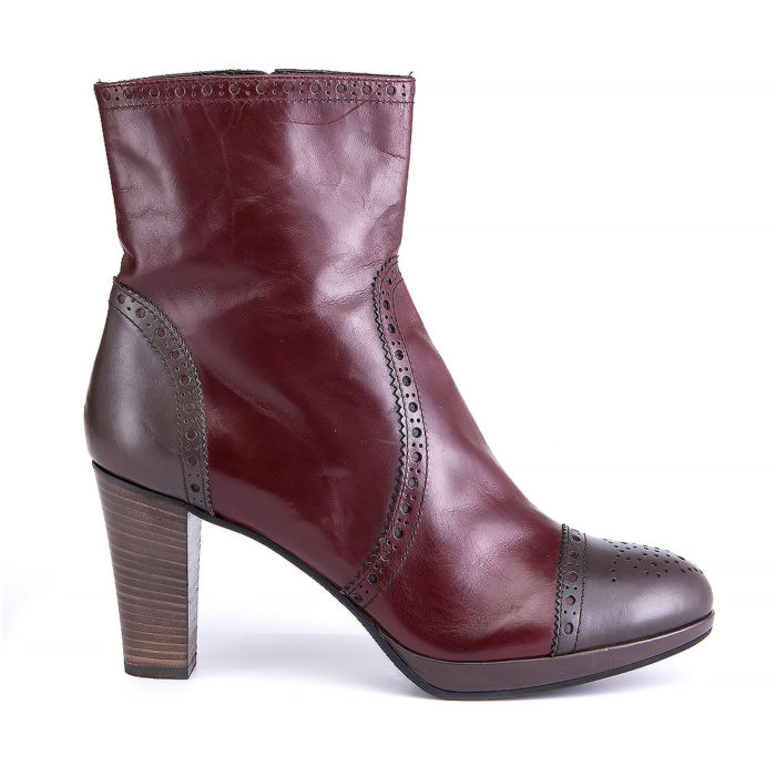 Carel Round-toe Ankle Boots
